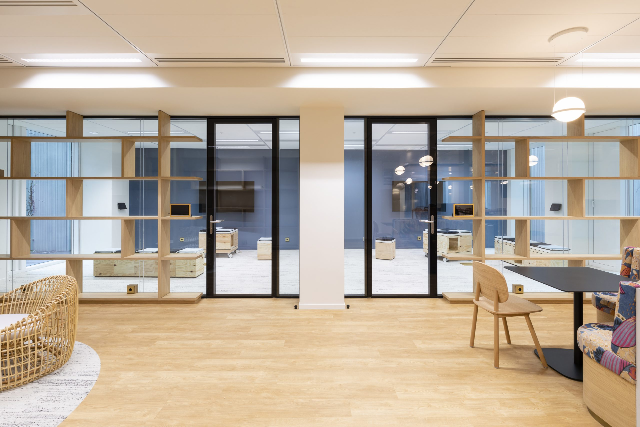 lalinea shines in this high-end office near Paris